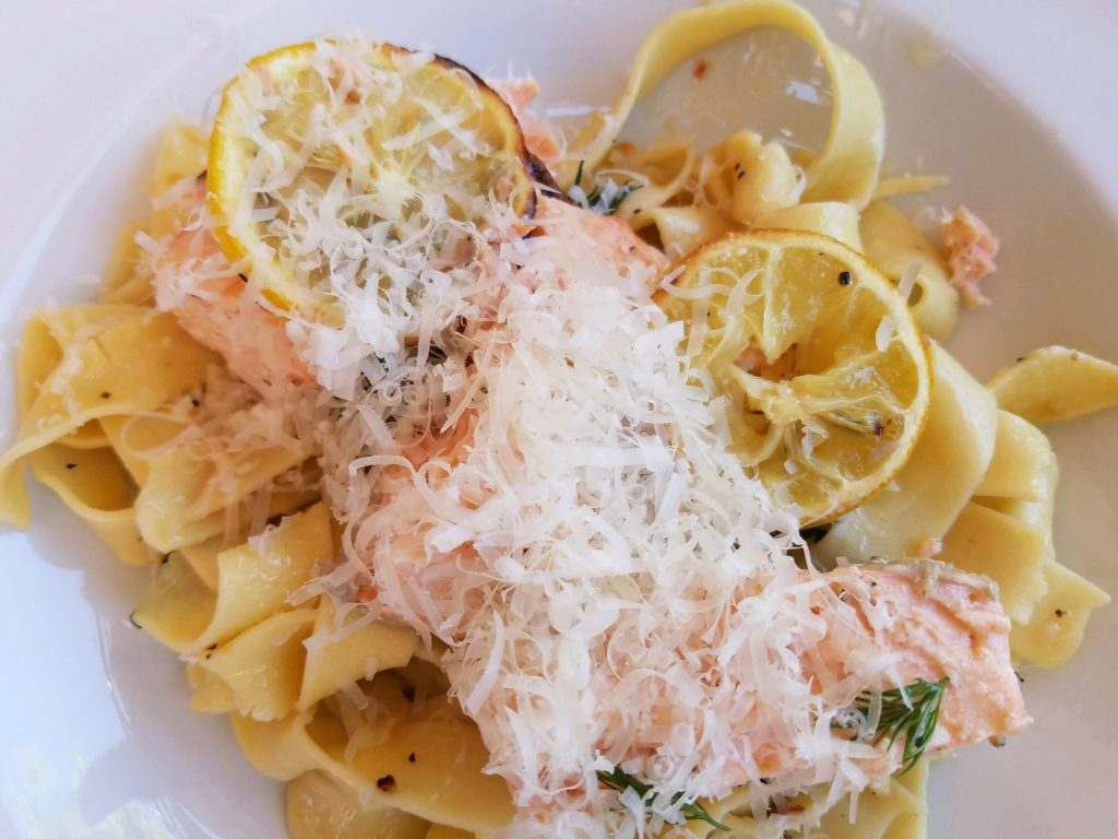 Lemon Pasta with Broiled Salmon and Charred Lemon|eatentions